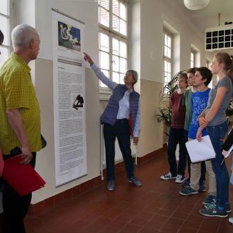 Kunstkurse besuchen Ausstellung im Bh 3