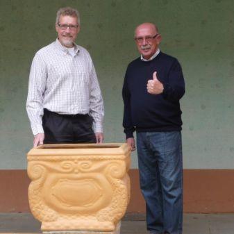 Restaurierte Terrakotta-Kübel